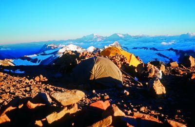 Obóz pod lodowcem (5900 m n.p.m.)
