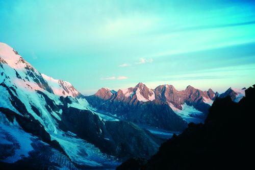 Czterotysięczne szczyty nad lodowcem On-Tor