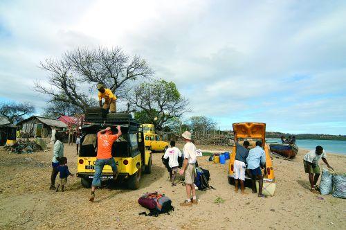 Ampasindava - przesiadka na łódź w drodze na wyspy