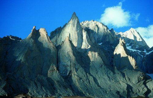 Chngui Peak o zachodzie słońca