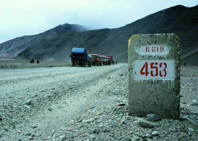 Tygodniową podróż z Kaszgaru do Tybetu umilają rozstawione co kilometr słupki.