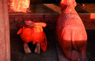 Poranna pudża ( kult bóstwa) w Varanasi - najświętrzym mięscie Indii