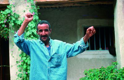 Mahomed, przewodnik górski z Zaouia, okazał się czlowiekim wielkiego serca. Tańcem zaprasza nas na pożwgnalną fiestę