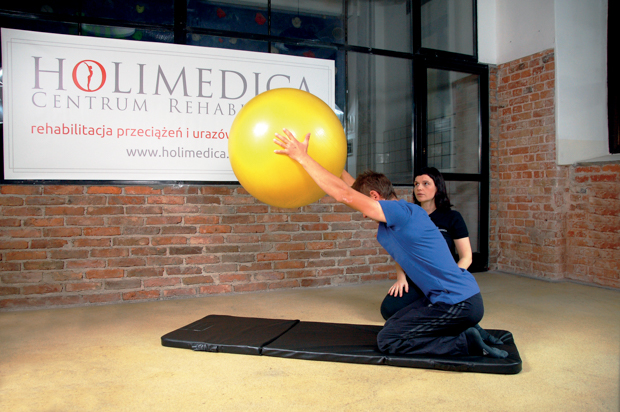 ćwiczenie z dużą piłką