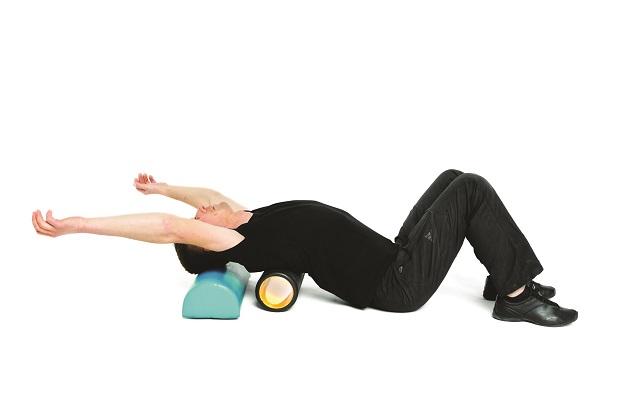 Mobilizacja kręgosłupa piersiowego na rollerze