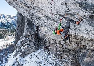Tom Ballard przechodzi A Line Above the Sky at Tomorrow's World w Dolomitach. Pierwsze drytoolowe D15?