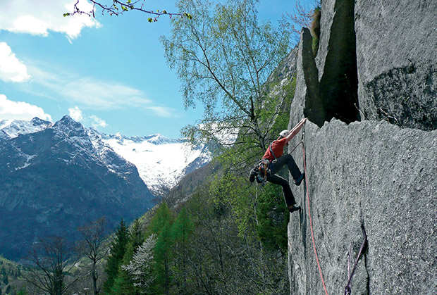 Wspinaczka na Il Lamone e le sue Placche (6a+, RS2+), Sperone Mark, Val di Mello